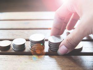 Обязано ли ОСМД отвечать за долги отдельных совладельцев перед управителем или ЖЕКом?