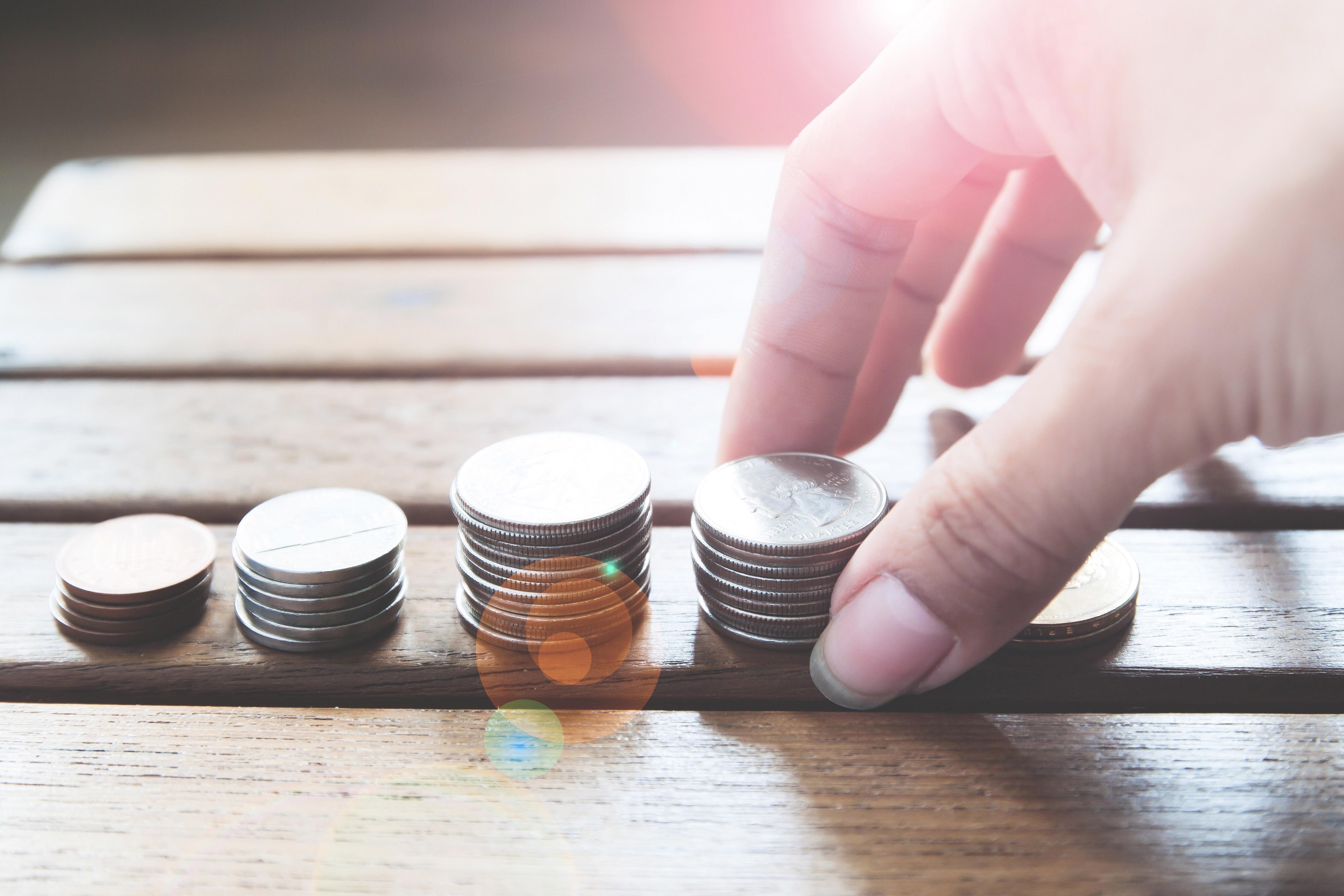 Чи зобов'язане ОСББ відповідати за борги окремих співвласників перед управителем або ЖЕКом